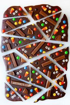 Halloween Candy Bark Recipe from justataste.com @Just a Taste | Kelly Senyei