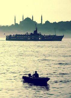 Ana gibi yar olmaz, İstanbul gibi diyar;  Güleni şöyle dursun, ağlayanı bahtiyar...