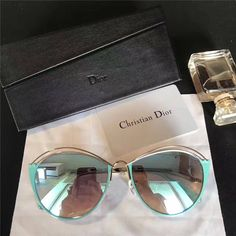 My new glasses! Cute Sunglasses, Trending Sunglasses, Sunglasses Women, Sunnies, Cool Glasses, Mens Glasses, Glasses Trends, Lunette Style, Fashion Eye Glasses