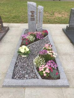 Funeral Arrangements, Flower Arrangements, Grave Headstones, Cemetery Decorations, Cemetery Flowers, Backyard Garden Design, Site Design, Flower Decorations, Outdoor Decor