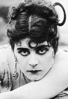 Theda Bara: Basing my next character off of this Miss Creepy Creeperson