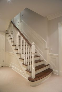 If your old wooden staircase is getting old, you can create a new staircase by doubling it up. Our instructions tell you how to do this If your old wooden staircase is getting old, you can double . Kathrin Grund Flur If your old wooden New Staircase, Staircase Remodel, Staircase Makeover, Staircase Railings, Wooden Staircases, Wooden Stairs, Wooden Staircase Design, Wood Railing, Banisters
