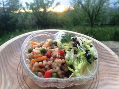 Pilaf de hrișcă și legume - o combinație delicioasă de hrișcă, legume colorate și aromate, acompaniate de o salată crocantă de varză. Poftă bună! Cabbage, Grains, Meat, Chicken, Vegetables, Ethnic Recipes, Food, Salads, Veggies