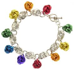 Mobius Charm Bracelet by Sarah Austin. Made using rainbow colours or try pastels in anodised aluminium jump rings. Free tutorial: http://www.beadsisters.co.uk/library/pages/learnaweave79_mobius_charm_bracelet.htm