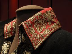 Gold embroidery on red wool collar - one of Napoleon's uniforms.This hand-embroidered uniform is ca. Look Fashion, Mens Fashion, Military Fashion, Gold Embroidery, Gold Work, Historical Clothing, Fashion History, Vintage Outfits, Textiles
