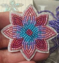 This is beautiful Native Beading Patterns, Beadwork Designs, Native Beadwork, Seed Bead Patterns, Beaded Jewelry Patterns, Beading Projects, Beading Tutorials, Bead Sewing, Beaded Crafts