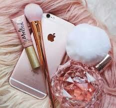 Rose Gold iPhone, Makeup Brush, Melted LipGloss, and Ariana Grande's Perfume Pink Love, Pretty In Pink, Rose Gold Aesthetic, Queen Aesthetic, Princess Aesthetic, Tout Rose, Accessoires Iphone, Make Up Inspiration, Just Girly Things