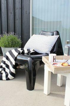 IKEA PS VÅGÖ fauteuil en de EIVOR plaid. Deze pin repinnen wij om jullie te inspireren! #IKEArepint