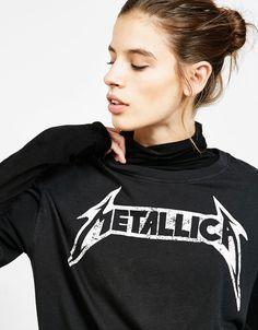 Talla s. Camiseta logo Metallica. Descubre ésta y muchas otras prendas en Bershka con nuevos productos cada semana