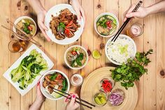 Připravte si doma pravou vietnamskou hostinu!; pečené vepřové koleno na karamelu  i voňavou silnou polévku........... https://www.prozeny.cz/recepty/recepty-a-vareni/masa/50718-vietnamska-inspirace-2-luxusni-vecere-co-vas-nezruinuji