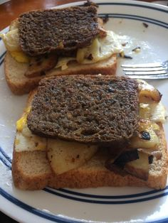 [Homemade] Eggs Potatoes and Scrapple on Toast Food Recipes Scrapple Recipe, Types Of Sausage, Sauces, Steak, Toast, Food And Drink, Pizza, Eggs, Potatoes