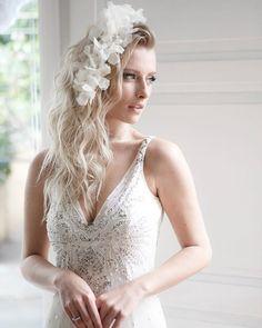 WEBSTA @ graciellastarling - #editorialpromises ✨✨ cabelo solto e #flormaya por #graciellastarling ✨ #dicaGS para as noivas que desejam casar de dia 💛 👰🏼 #tudomuitostarling #noivags #weddinghair #weddinghair #casamentodedia para orçamentos 📩 contato@graciellastarling.com.br