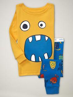 These are one of my most favorite pjs my little guy wears. He loves them too! Little Boy Fashion, Baby Boy Fashion, Fashion Kids, Boys Pjs, Kids Pajamas, Designer Kids Wear, Little Man Style, Epic Kids, Kids Nightwear