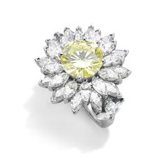 Using Asprey's floral heritage, Asprey's jewellery designers have created the Daisy Heritage Ring. With a central yellow brilliant cut diamond, the surrounding petals are formed by individually set marquise cut diamonds, and all set in platinum.