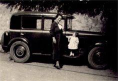 A young mother in front of a brand new (antique) car - Une mère élégante