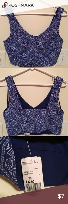 BRAND NEW Forever 21 crop top Blue and white crop top that has never been worn. It has a zipper in the back. Forever 21 Tops Crop Tops