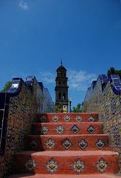Vista desde el paseo San Francisco a la torre de la Iglesia de San Francisco Puebla, Mexico