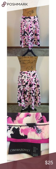 Cynthia Rowley Floral Skater Skirt Measurements - Waist 16in / Length 24in I'm beautiful condition! 💕 Cynthia Rowley Skirts Circle & Skater