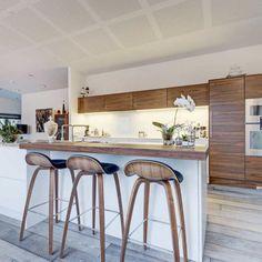 U-series køkken i valnød og Glacier White Chaise Bar, Kitchen Stools, Home Kitchens, Furniture, Home Decor, Kitchen Inspiration, Design Moderne, Recherche Google, Photos
