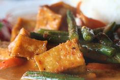 spicy thai coconut curry with tofu and green beans