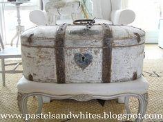 Pastels and Whites: Gustaviaanse kist / Gustavian storage box