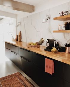 How to design your kitchen design in a thematic area – lamp ideas Best Kitchen Layout, Kitchen Layout Plans, Galley Kitchen Design, Galley Kitchen Remodel, Kitchen Remodeling, Küchen Design, Home Design, Layout Design, Rustic Kitchen