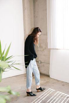 Jayne Min // black oversized sweater, boyfriend jeans & mule heels #style #fashion #stopitrightnow