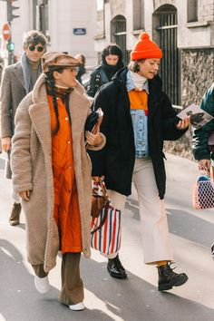(Ditch The Scarf turtleneck layering Fall Winter coats jackets orange beanie brown flat cap high-water pants Looks Street Style, Looks Style, Style Me, Street Style Women, Mode Outfits, Fashion Outfits, Womens Fashion, Fashion Trends, Fashion Boots