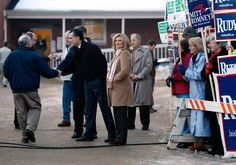 Ann Romney Photos: Romney Campaigns Ahead Of New Hampshire Primary