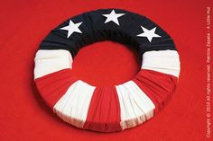 A Little Hut - Patricia Zapata: recycling project - 4th of july wreath