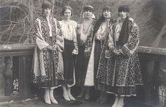 Queen Marie of Romania,Princess Ileana ,Princess Maria(later queen consort of Yugoslavia), and Princess Helen of Greece and Denmark(later queen mother of Romania).