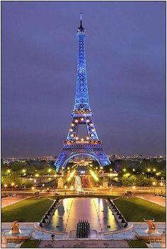 Eiffel Tower, Paris, France / photo by Saul Santos Diaz Paris Torre Eiffel, Paris Eiffel Tower, Paris Tour, Paris City, Paris Paris, Beautiful Paris, I Love Paris, Paris Wallpaper, Hd Wallpaper