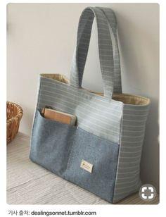 Bags for carrying desired items - Marion Desens - SABINE Katzur - Handytasche Fabric Handbags, Fabric Bags, Denim Handbags, Linen Fabric, Patchwork Bags, Quilted Bag, Bag Quilt, Diy Sac, Bag Patterns To Sew