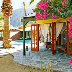 Korakia Pensione, Palm Springs, from Sunset Magazine's 25 best hotels in the West Backyard Paradise, Tropical Paradise, Spring Architecture, Outdoor Spaces, Indoor Outdoor, Palm Springs Style, Honeymoon Hotels, Beste Hotels, Desert Life