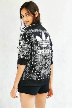 Adidas originals paisley track jacket nike and adidas ワ-ク ア Fitness Outfits, Sporty Outfits, Cute Outfits, Adidas Fashion, Sport Fashion, Yeezy Fashion, Fashion Shoes, Bikini Braga Alta, Mode Old School