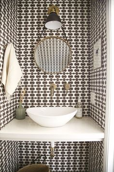 Patterned bathroom wallpaper is making a strong comeback. With so many styles to choose from there really is something for everyone!