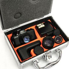 いわゆるポケットフィルム(110フィルム)を使う一眼レフカメラ,アサヒペンタックス・オート110。探偵業向けにこのカメラに取り付ける超望遠レンズがサードパーティから出ていた記憶がある。ポケットフィルムの供給は一旦無くなってしまったが,今は再開されているので,使うことは可能なんだよなぁ。
