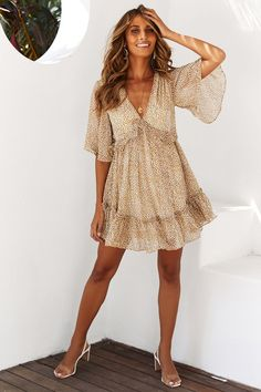 Spice up your life with a mini range that's bound to turn up the heat at any occasion! Need a mini for AM or PM? Shop Hello Molly for your next go-to look, with luxe lace, frilly trends and seductive styles. White Playsuit, Floral Playsuit, Sheer Chiffon, Chiffon Fabric, Mini Dress Formal, Mini Dresses, Avenue Dresses, Mauve Dress, Heart Dress