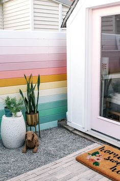 How to build a horizontal privacy fence on a budget. This project is cheap and easy- perfect for a backyard or garden. Ideas on how to make small panels from wood plus a tutorial on the installation steps. Diy Fence, Backyard Fences, Wooden Fence, Backyard Landscaping, Backyard Ideas, Building A Fence, Boho Home, Fence Design, My Dream Home