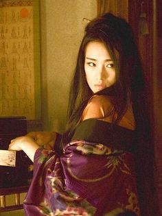 Gong Li as Hatsumomo in Memoirs of a Geisha (2005) with costume designed by Colleen Atwood