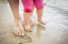 10 Tips For an Effortless Family Trip To The Beach or Pool - Here are some tips for an effortless family trip to the beach or pool – genuinely simplifying your beach/pool experience so that it doesn't snowball into a horrendous experience. Travel With Kids, Family Travel, Education Positive, Toddler Fun, Baby Steps, Inspiration For Kids, Beach Pool, Baby Care, Parenting Hacks