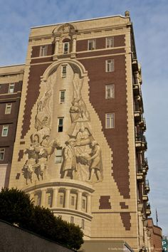 The eight-story high trompe l'oeil mural on the Oregon History Center building in downtown Portland. I'm lucky to pass by this every day on my walk to work.