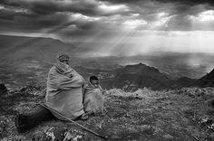 Sebastião Salgado - Valley that stretches from Lalibela to Makina Lideta Maryan, Ethiopia (2008) Projeto: Gênesis