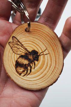 Items similar to wooden bumblebee keyring, original pyrography art bee keyfob on Etsy Wood Burning Stencils, Wood Burning Tool, Wood Burning Crafts, Wood Burning Patterns, Wood Patterns, Wood Crafts, Wood Slices, Tree Slices, Pyrography Patterns