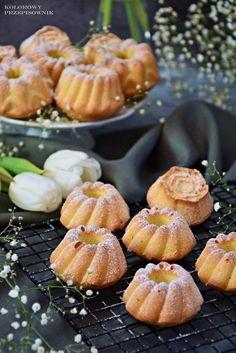 Babeczki śmietankowe dokoszyczka Sweet Recipes, Cake Recipes, Keto Recipes, Dessert Recipes, Cooking Recipes, Polish Desserts, Mini Desserts, No Bake Desserts, Almond Flour Pancakes