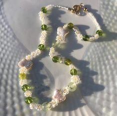 Beaded Crafts, Diy Crafts Jewelry, Cute Jewelry, Handmade Wire Jewelry, Earrings Handmade, Beaded Jewelry, Diy Crystals, Crystal Beads, Diy Necklace Bracelet