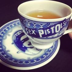 Sex Pistols tea cup five o'clock History Of Punk, Ivy House, China Tea Cups, Cup And Saucer, Tea Time, Tea Party, Illustration, Pottery, Plates