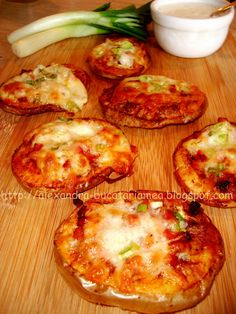Rondele de cartofi la cuptor Romanian Food, Romanian Recipes, Quiche, Food And Drink, Potatoes, Dishes, Breakfast, Cooking Ideas, Food And Drinks