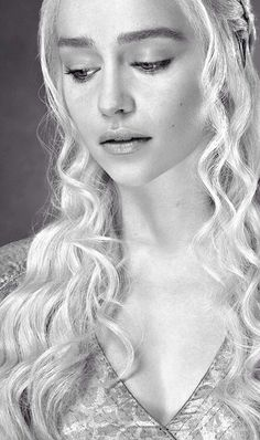 Daenerys Targaryen (Emilia Clarke) Game of Thrones Emilia Clarke Daenerys Targaryen, Game Of Throne Daenerys, Winter Is Here, Winter Is Coming, Game Of Trone, Emelia Clarke, Fangirl, Game Of Thrones Art, Game Of Thrones Characters
