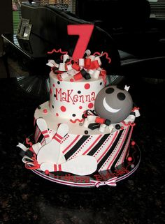 Bowling birthday party cake option but in red/aqua and a little less girly Bowling Birthday Cakes, 9th Birthday Parties, Birthday Ideas, 8th Birthday, Sports Themed Cakes, Bowling Party, Bowling Ball, Cakes For Boys, Pretty Cakes